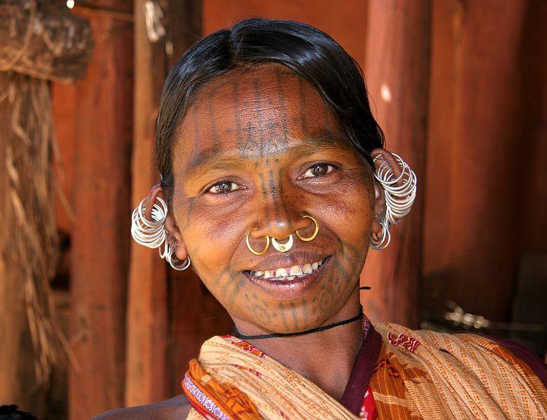 Kobieta z plemieniaKutia Kondh z Orissy w Indiach. Fot. PICQCreative Commons