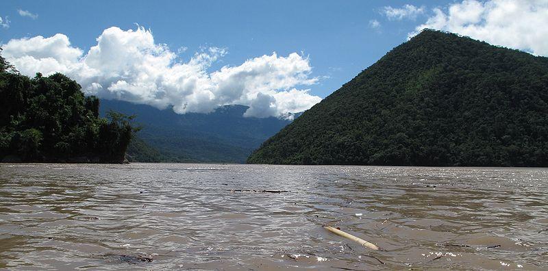 Río Tambo w pobliżu Puerto Prado, Peru