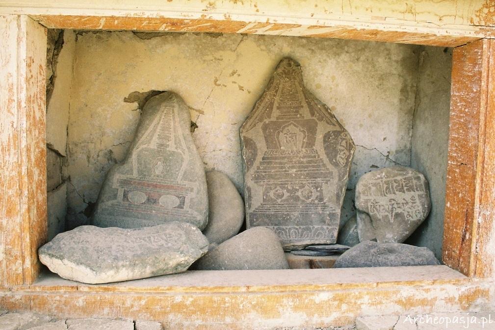 Kamienie z wyrytymi podobiznami czortenów, Spituk, Ladakh