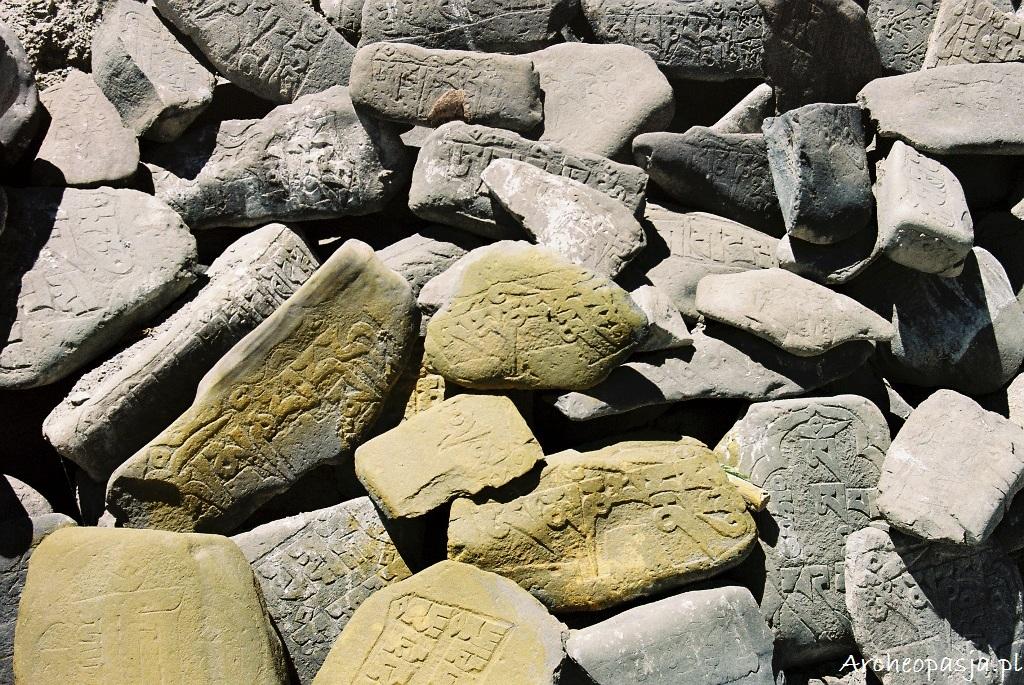 Kamienie mani. Mulbekh, Ladakh