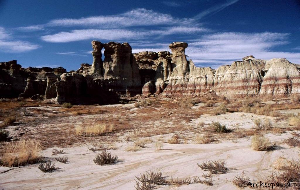 Formacje z tufu. Kotlina Big Horn, Wyoming
