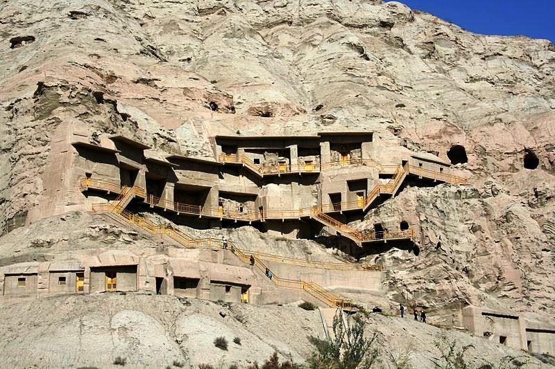 Buddyjskie groty Kizil w Kotlinie Kaszgarskiej. Fot. Rolfmueller. Creative Commons