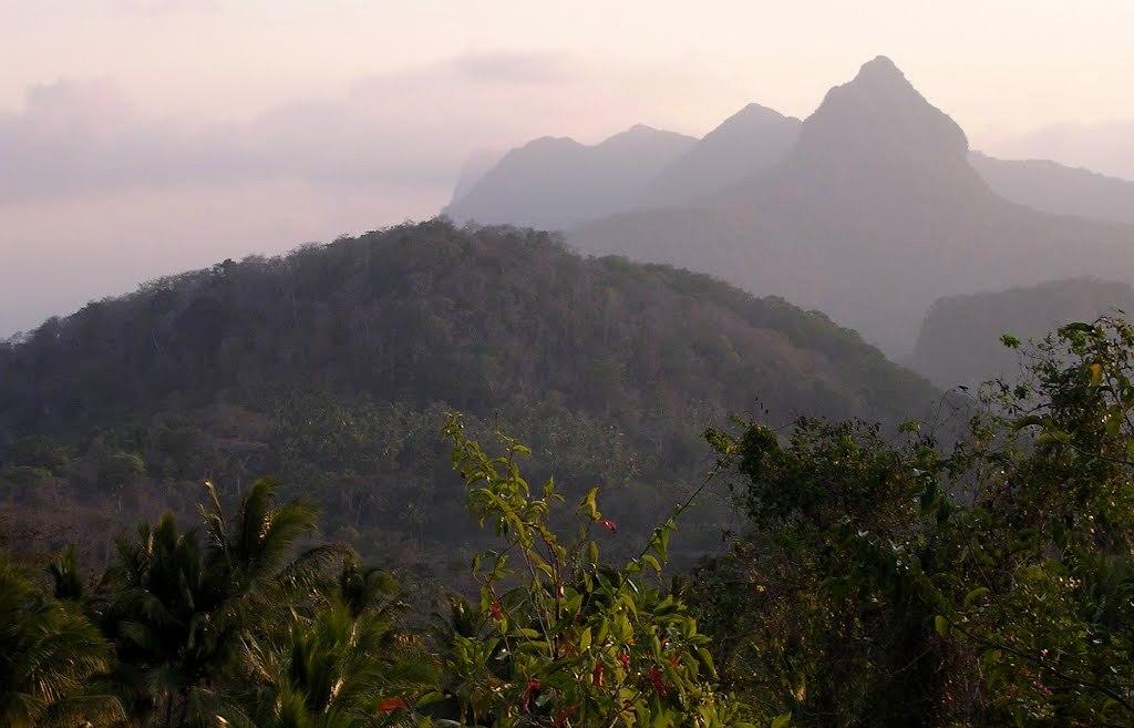 Pasmo górskie Paitchau w pobliżuTutuala na Timorze Wschodnim. Fot. Colin Trainor. Creative Commons