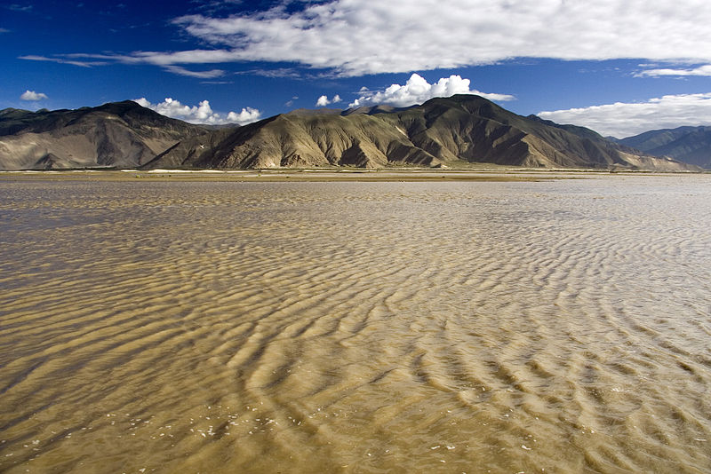 Rzeka Yarlong Tsangpo w Tybecie. Fot. Luca Galuzzi. Creative Commons