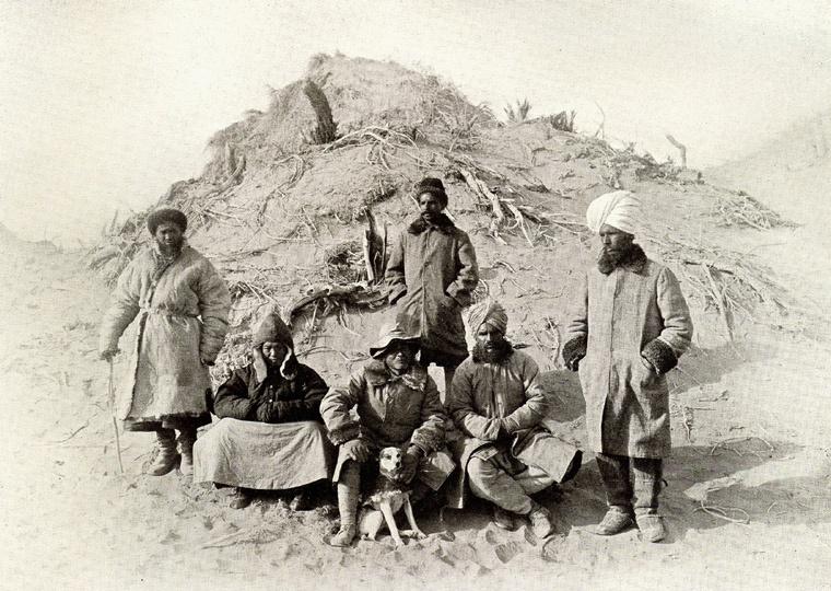 Aure Stein wraz z ekipą towarzyszącą mu w trakcie ekspedycji na Takla Makan (1910)