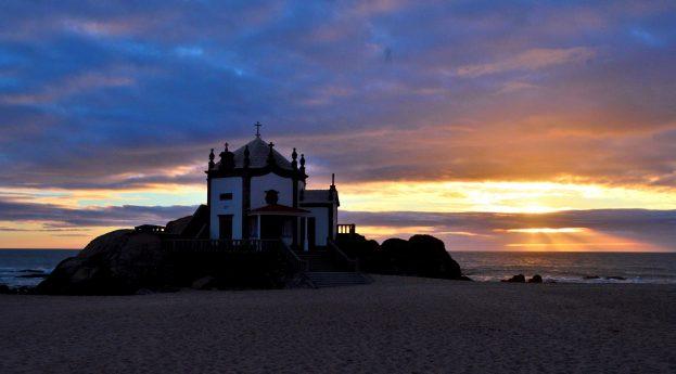 Plaża z legendą w tle: Praia de Miramar