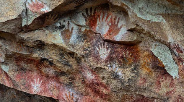 """Czyje to dłonie? Na tropie płci prehistorycznych """"artystów"""""""