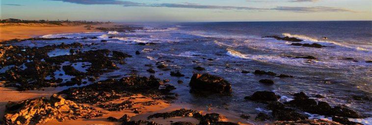 Portugalia – zachód słońca na plaży Miramar