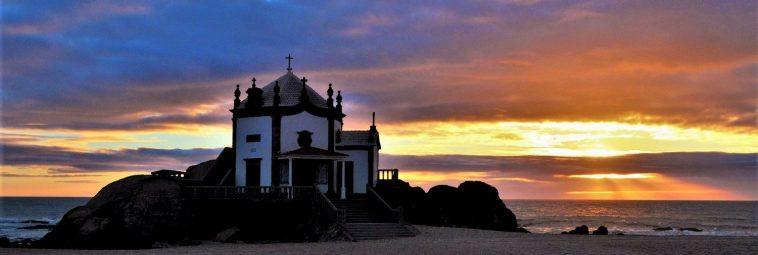 Praia de Miramar. Portugalska plaża z legendą w tle.